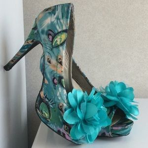 Mojo Moxy Dolce | Blue Green Peacock Pumps  6.5